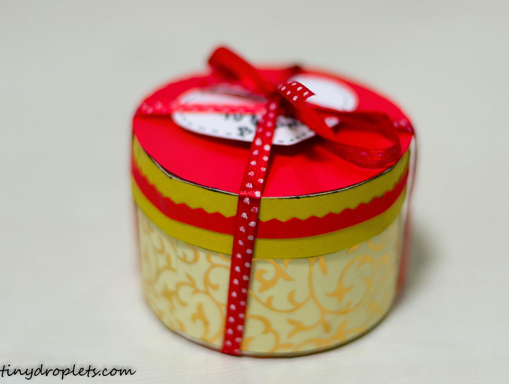 Handmade Gift Box Using Duct Tape Roll Tiny Droplets